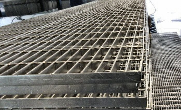 BAR GRATING, PAINTED SILVER, 36 WIDE X 19'4 LONG X 1 ...
